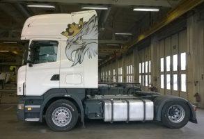 Latvia Scania vilcēja dizaina izstrāde un aplīmēšana