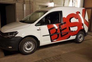 VW Caddy auto aplīmēšana ar reklāmu