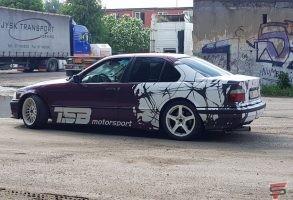 auto aplīmēšana ar reklāmu un auto dizains drift bmw