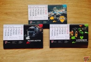 galda kalendāri un druka