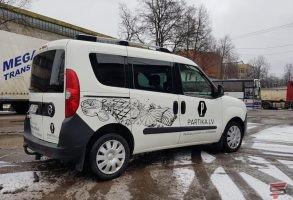 auto dizains un auto aplīmēšana ar reklāmu