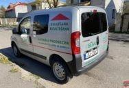 Kvalitatīva automašīnas aplīmēšana ar reklāmu
