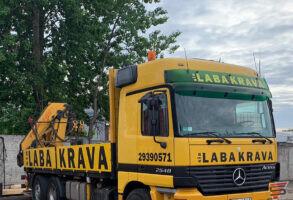 Laba Krava kravas auto aplīmēšana